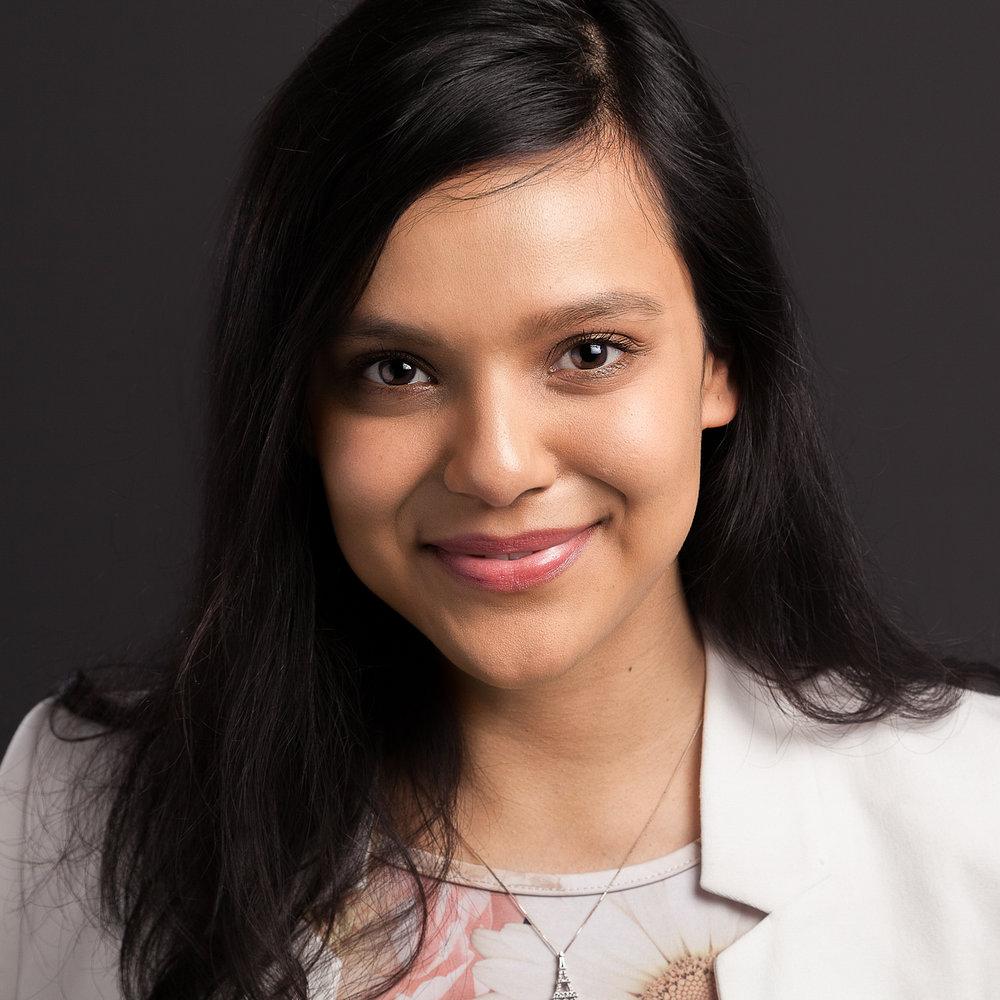 Women's LinkedIn profile picture